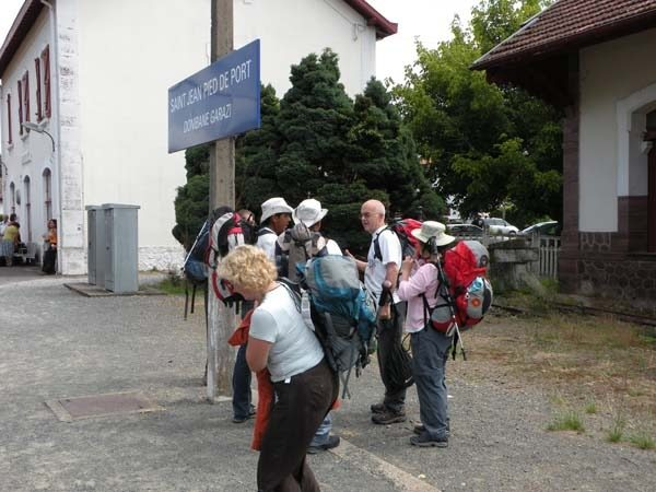 Camino frances de santiago stages guide the french way - Train biarritz to saint jean pied de port ...